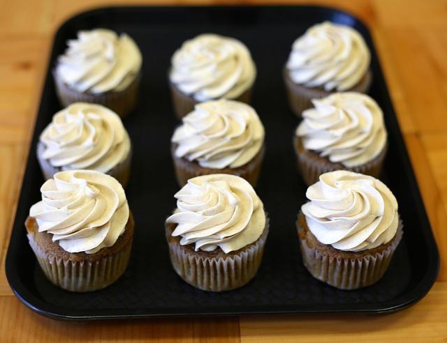Small_cupcakes-438786_640